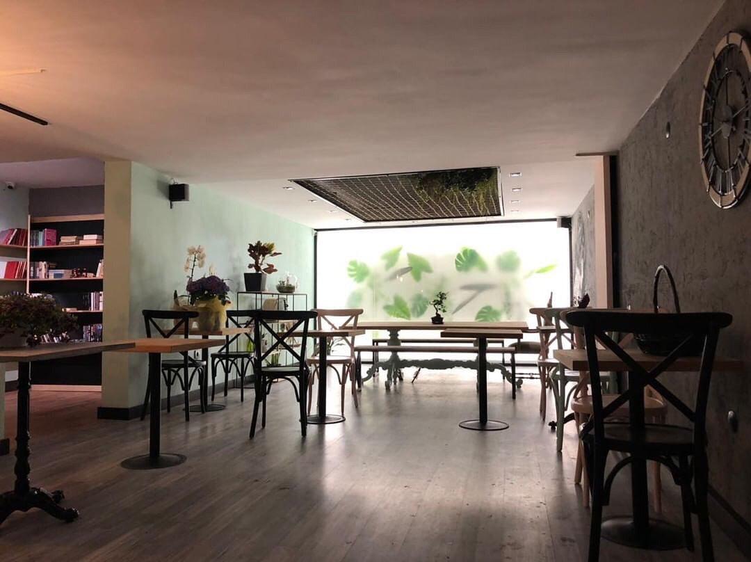 Peri's Cafe