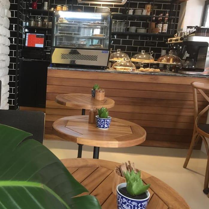 Cafe De Moni
