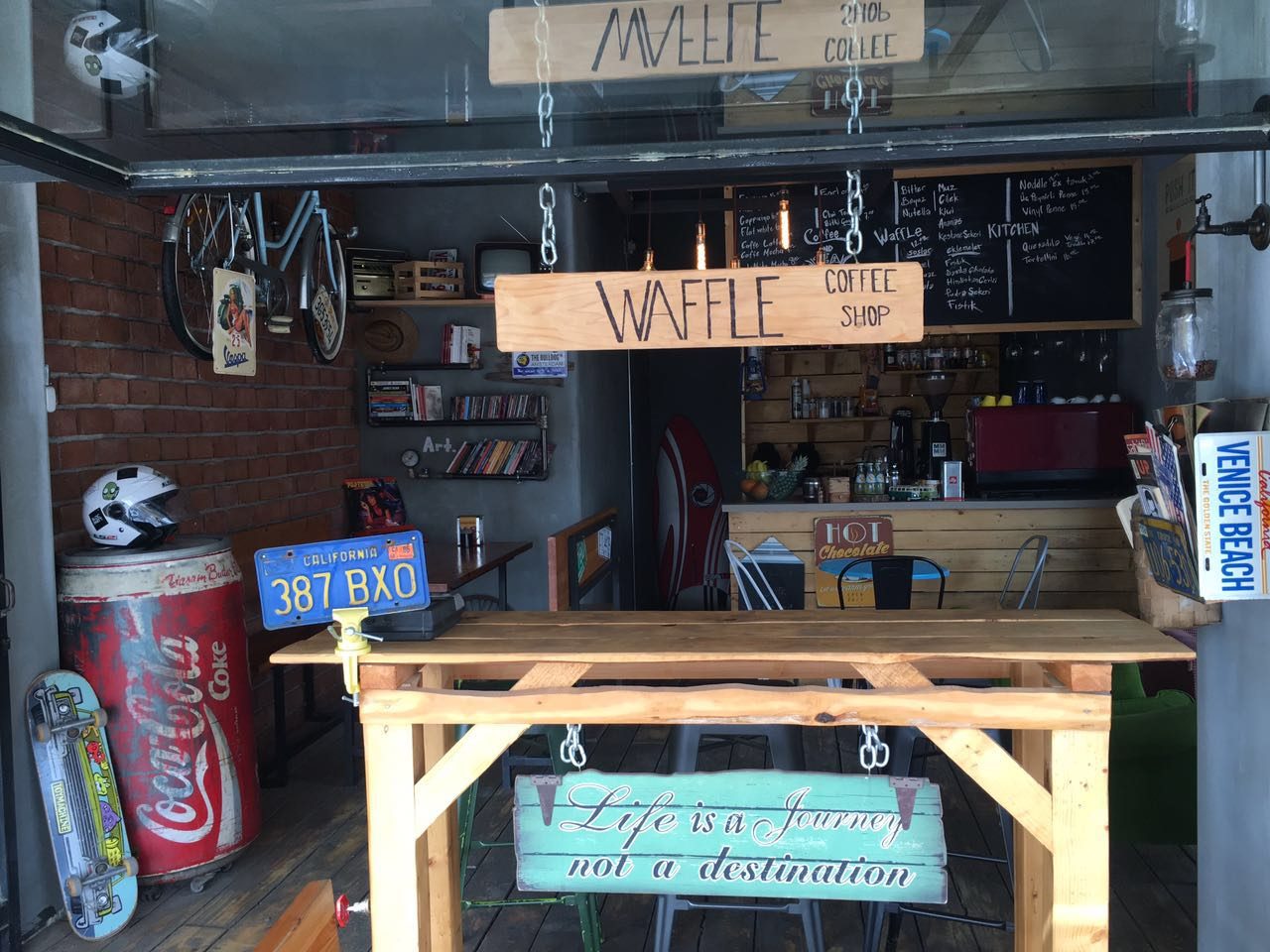 Vinly Waffle & Coffee Shop