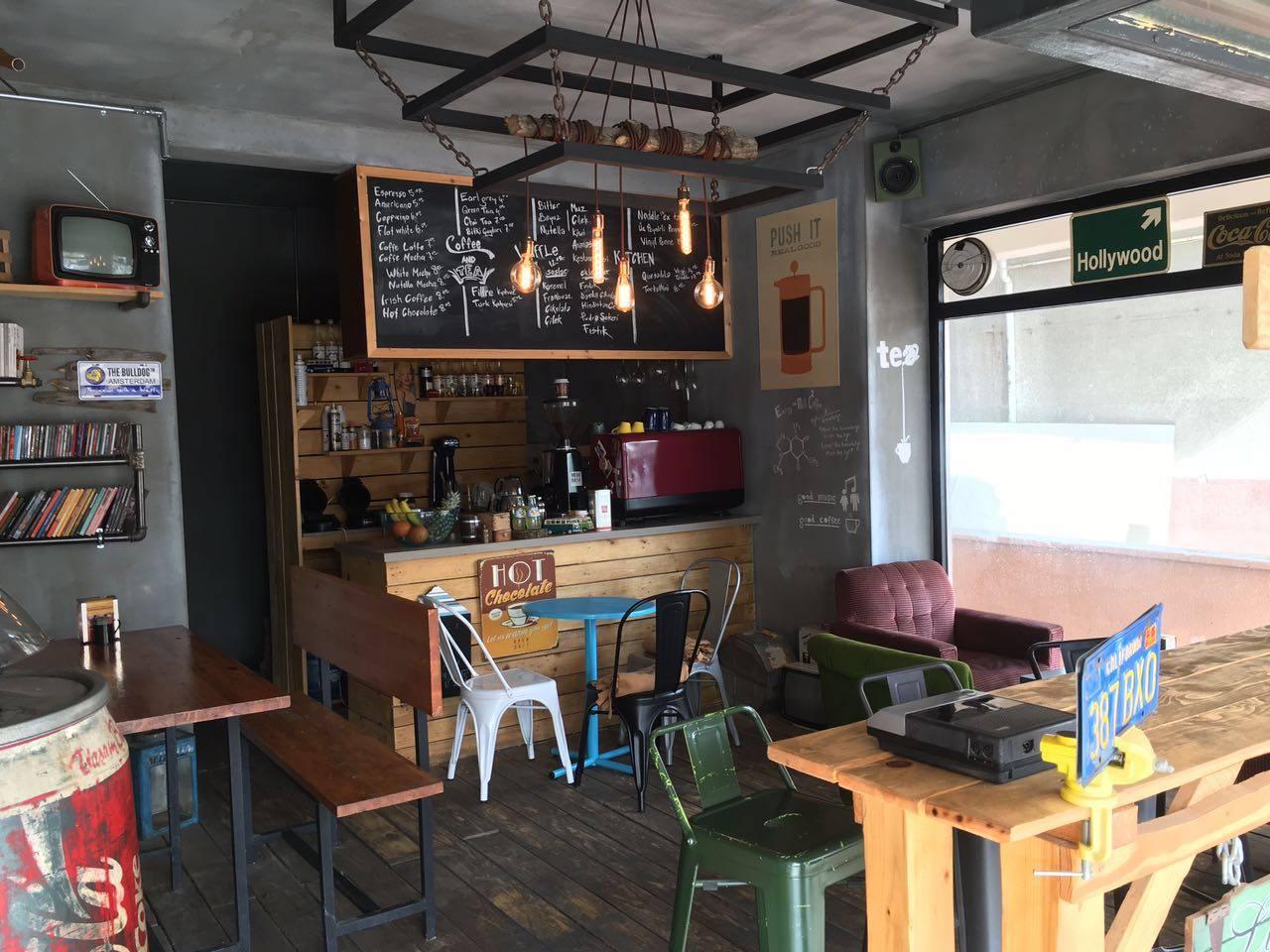 Vinly Waffle & Coffee Shop